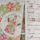 Bloque 5 del BOM Beyond the Porch de Natalie Bird con telas Tilda de patchwork