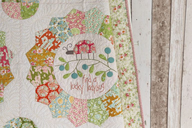 Bloque 8 del BOM Beyond the Porch de Natalie Bird con telas Tilda de patchwork