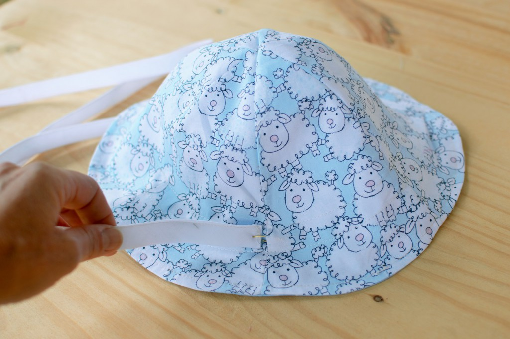 Tutorial de patchwork El gorro playero, introduce la cinta