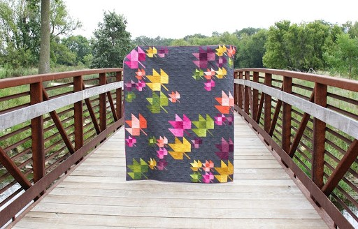 Colcha de patchwork con el bloque maple leaf